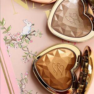 Too Faced Makeup - Too Faced Love Light Highlighter